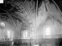 Eglise de la Nativité - Vue intérieure du chœur : peintures murales, côté sud