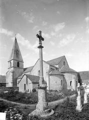 Eglise Saint-Georges - Ensemble sud-est et croix de cimetière