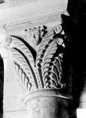 Eglise Saint-Georges - Chapiteau : décor de feuillages