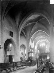 Eglise - Vue intérieure du choeur et de la nef, vers le sud-ouest