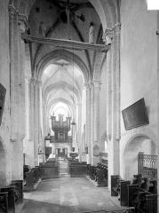 Eglise Saint-Symphorien - Vue intérieure de la nef, vers l'entrée