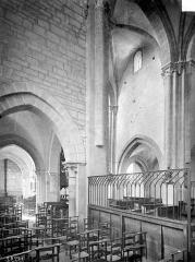 Eglise Saint-Symphorien - Vue intérieure du bas-côté sud et du transept