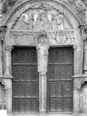 Eglise Saint-Thibault - Portail de la façade nord : tympan et porte