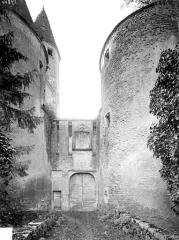 Château de Châteauneuf, actuellement musée - Entrée