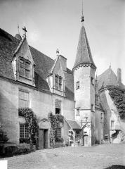 Château de Châteauneuf, actuellement musée - Aile ouest : Façade sur cour