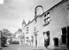 Château de Châteauneuf, actuellement musée - Aile est : Façade sur cour