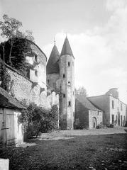 Château de Châteauneuf, actuellement musée - Cour, prise du nord-ouest