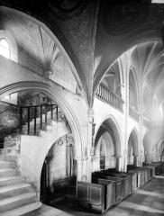 Eglise Saint-Genest - Vue intérieure de la nef vers le sud-ouest et escalier montant à la tribune