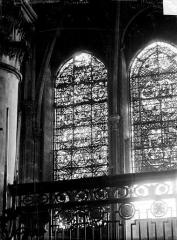 Ancienne cathédrale Saint-Etienne - Vitrail du choeur, côté sud : saint Eustache