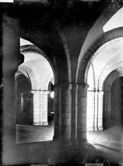 Ancienne cathédrale Saint-Etienne - Crypte : Piles