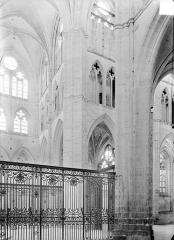 Abbaye Saint-Germain - Vue intérieure du transept nord