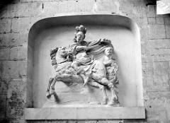 Ancienne cathédrale Saint-Etienne - Haut-relief, saint Martin