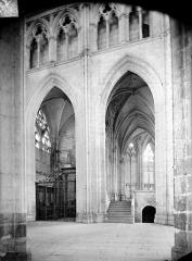 Abbaye Saint-Germain - Vue intérieure du transept nord, vers le déambulatoire