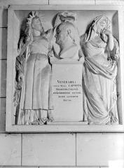 Abbaye Saint-Germain - Monument funéraire en pierre de C. M. Laporte, recteur du collège : bas-relief