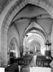 Eglise Saint-Jean l'Evangéliste - Vue intérieure de la nef vers l'entrée