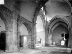 Abbaye de Fontenay - Eglise : Vue intérieure du transept, vers le sud-est