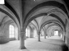Abbaye de Fontenay - Réfectoire : Vue intérieure vers le sud-est