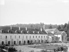 Abbaye de Fontenay - Bâtiments abbatiaux : Vue d'ensemble prise du sud-est