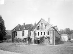 Abbaye de Fontenay - Bâtiment à l'est du cloître