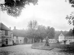 Abbaye de Fontenay - Cour et bâtiments ouest