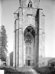 Eglise - Façade ouest : Partie inférieure de la tour