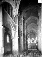 Eglise Saint-Andoche - Vue intérieure de la nef vers le nord-est