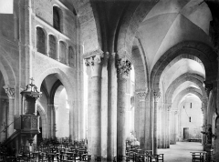 Eglise Saint-Andoche - Vue intérieure du bas-côté nord et de la nef, vers le sud-ouest