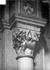 Eglise Saint-Andoche - Chapiteau : Centaure tirant à l'arc