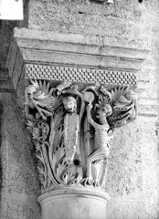 Eglise Saint-Andoche - Chapiteau : La Pendaison de Judas