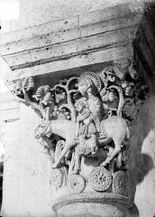 Eglise Saint-Andoche - Chapiteau : La Fuite en Egypte