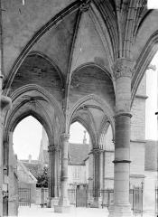 Eglise Notre-Dame et son presbytère - Porche : Vue intérieure