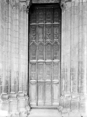 Eglise Notre-Dame et son presbytère - Portail sud de la façade ouest : Porte à vantaux
