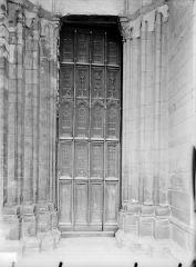 Eglise Notre-Dame et son presbytère - Portail nord de la façade ouest : Porte à vantaux