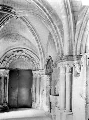 Eglise Notre-Dame et son presbytère - Cloître : Porte