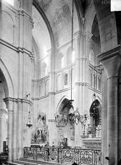 Eglise Notre-Dame et son presbytère - Vue intérieure du choeur et du transept nord, vers le nord-est