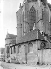 Eglise Notre-Dame - Façade est : abside et sacristie
