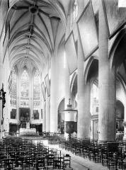 Eglise Notre-Dame - Vue intérieure de la nef vers le sud-est