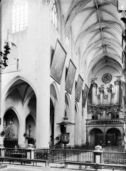 Eglise Notre-Dame - Vue intérieure de la nef vers le sud-ouest
