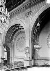 Eglise Notre-Dame - Sainte-Chapelle : Vue intérieure du bas-côté