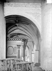 Eglise Notre-Dame - Tribune et buffet des orgues : Partie basse vue de profil