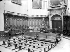 Eglise Notre-Dame - Vue intérieure du choeur : stalles