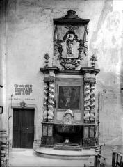 Eglise Notre-Dame - Fonts baptismaux et pierre de fondation