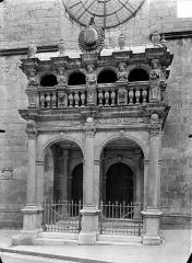 Collège de l'Arc, actuellement musée archéologique - Chapelle : Porche d'entrée