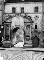Ancien couvent des Cordeliers (puis palais de justice) - Portail des Cordeliers