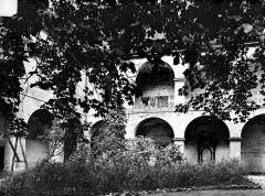 Ancien couvent des Cordeliers (puis palais de justice) - Cloître : Arcades et jardin