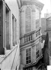 Hôtel de ville - Cour intérieure : Tourelle d'escalier dite tour de Vergy