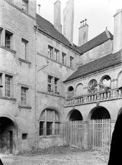 Hôtel de Froissard dit aussi hôtel de Balay - Cour intérieure