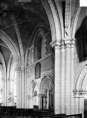 Eglise Notre-Dame - Vue intérieure de la nef : Grandes arcades