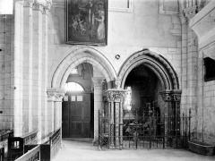 Eglise Notre-Dame - Vue intérieure de la nef, côté ouest : Entrée et chapelle des fonts baptismaux
