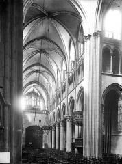 Eglise Notre-Dame - Vue intérieure de la nef vers le nord-ouest
